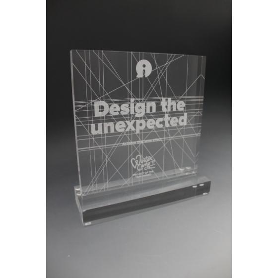 trophée en plexiglass personnalisé 2
